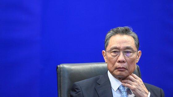 Zhong Nanshan defende que seria impossível, com o equipamento e infraestruturas existentes em Wuhan, criar um vírus desta dimensão