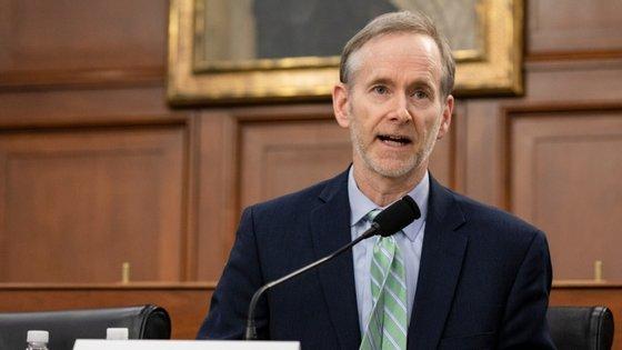 Tom Inglesby elogiou colocação de Anthony Fauci e Moncef Slaoui como figuras principais a liderar projeto de vacina nos EUA