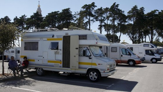 A Federação Portuguesa de Autocaravanismo e a Associação Autocaravanista de Portugal sublinham que a autocaravana é um meio de transporte individual e como tal, deve ser equiparado a qualquer outro veículo ligeiro de passageiros