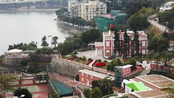 O material, que inclui 1,25 milhões de máscaras, foi adquirido a uma empresa chinesa e entregue no final da semana passada no centro logístico da Embaixada de Portugal em Pequim