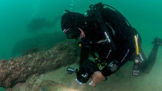 O guia apresenta também, entre outras, medidas a tomar nas embarcações de mergulho ou como realizar corretamente o controlo entre companheiros e o partilha do ar de forma segura
