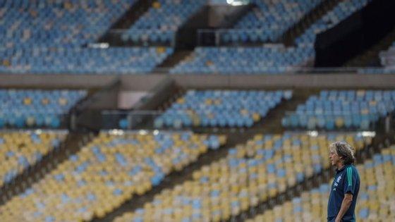 A equipa brasileira de futebol do Flamengo é orientada pelo português Jorge Jesus