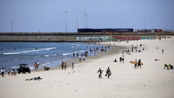 O Governo anunciou que a época balnear pode começar a partir de 6 de junho