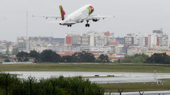 A TAP foi adicionando voos, nomeadamente para Londres e Paris, entre Porto e Lisboa, dois voos por semana para S. Paulo e um voo semanal para o Rio de Janeiro