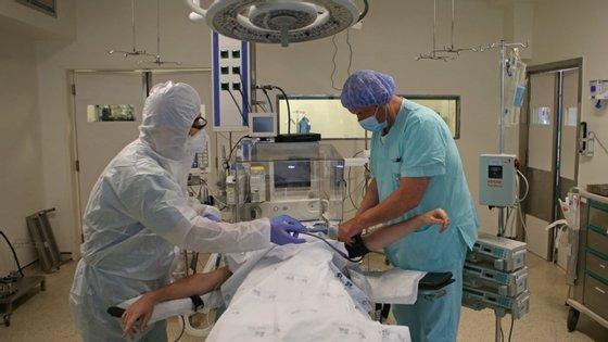 Serviços de Medicina Interna asseguravam o tratamento em simultâneo a 3.157 doentes que não tinham Covid-19