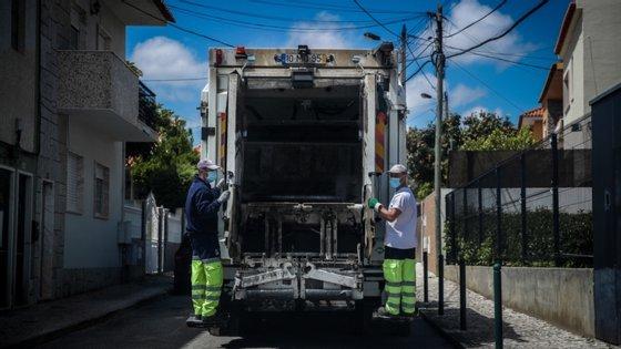A interrupção temporária da recolha seletiva de papel e de embalagens porta a porta, foi comunicada a 20 de março pelo município.