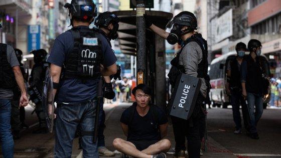 Na internet multiplicaram-se os apelos de ativistas pró-democracia para continuar os protestos frente ao Conselho Legislativo