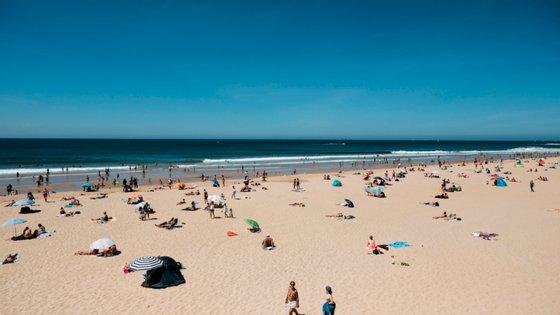 Em termos globais, das 381 praias distinguidas, 321 são costeiras, 54 são interiores e seis são de transição