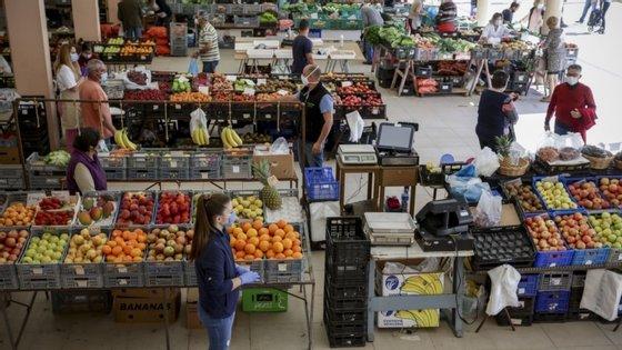 """""""Mesmo que se vá comprar mais online, isso não significa comprar fora de Portugal"""", refere estudo"""