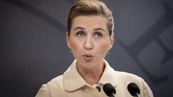 A primeira-ministra dinamarquesa, Mette Frederiksen, anunciou a decisão numa conferência de imprensa