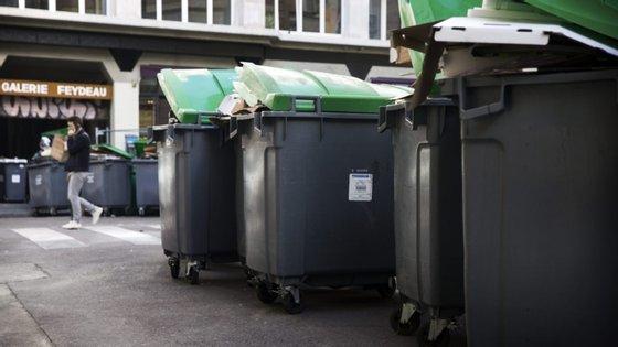 A decisão de suspensão da recolha porta a porta de papel e plástico foi anunciada em 20 de março pelo município