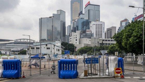 Em Hong Kong, o governo já tinha estendido as restrições até 4 de junho, quarta-feira, precisamente quando é assinalada a data, proibindo a concentração de pessoas