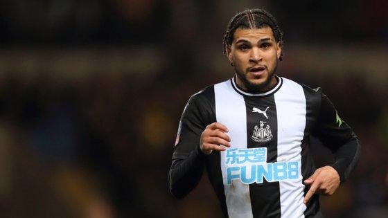 O lateral direito veio para a Europa através do Tottenham, esteve emprestado ao Sunderland e agora joga no Newcastle
