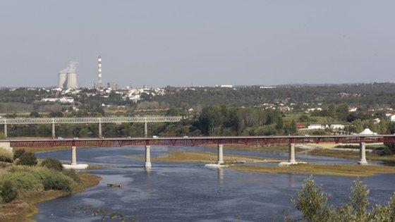 Segundo a Zero, de 14 de março a 11 de maio não foi usado carvão em Portugal para produção de eletricidade e as duas centrais térmicas de Sines e Pego não funcionaram