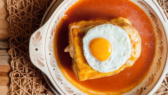 Francesinhas, tripas, rabanadas, bivalves ou cabidela são alguns pratos que vai poder provar à boleia da Porto Food Week (Foto: Luís Ferraz)