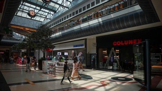 Em causa está a decisão do Governo de adiar a reabertura dos centros comerciais da Área Metropolitana de Lisboa para 15 de junho, face à evolução dos casos de contágio por Covid-19