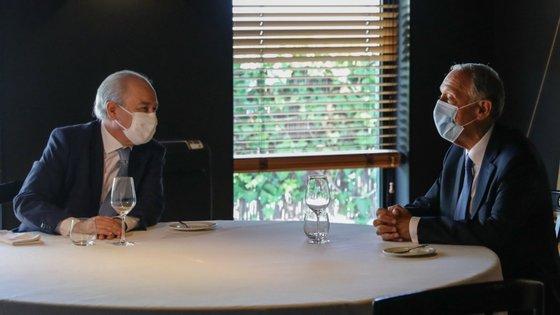 """Com Rui Rio ao seu lado, o chefe de Estado defendeu que Governo e partidos """"ganhavam em perceber a importância desta proposta e em debatê-la"""""""