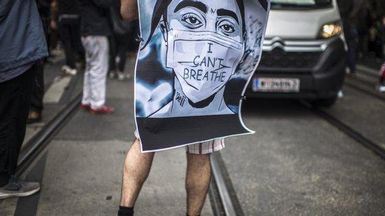 Durante os protestos, cerca de 45 jornalistas foram presos e dezenas foram pulverizados com gás pimenta e gás lacrimogéneo ou atingidos por balas de borracha