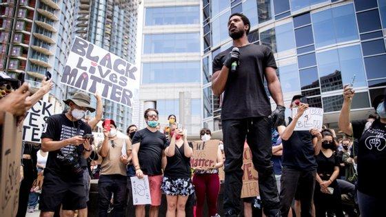 Michael B. Jordan juntou-se a um protesto anti-racismo em Los Angeles