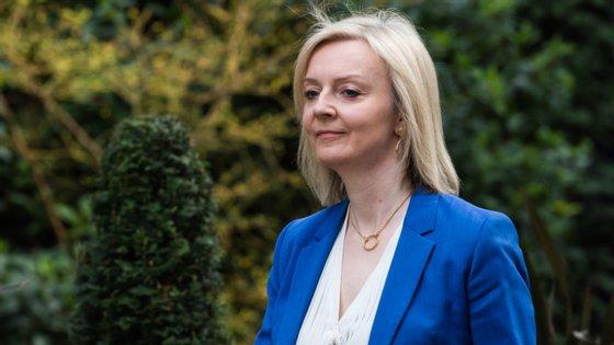 """""""Temos como objetivo alcançar um acordo de livre comércio que consiga ir mais além do acordo previamente alcançado com a União Europeia"""", disse Liz Truss através de um comunicado"""