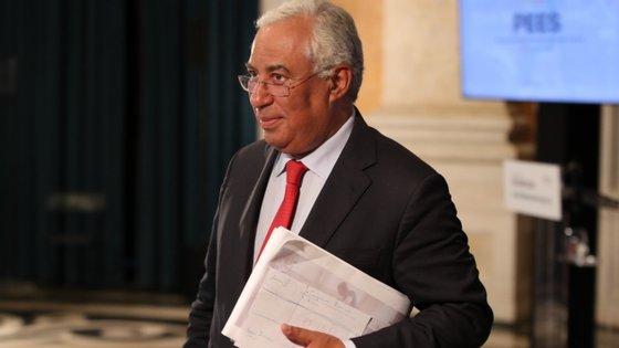 António Costa disse que vai falar nos próximos dias com o novo ministro sobre o sucessor de Carlos Costa. Decisão já estará tomada.