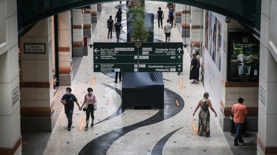 O Governo permitiu a reabertura em pleno a partir de segunda-feira dos centros comerciais em Lisboa