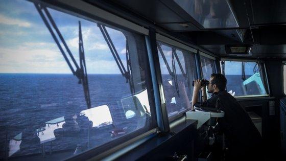 """O navio porta-contentores terá """"identificado a falta de um elemento"""" da tripulação, cujo destino é Sines"""