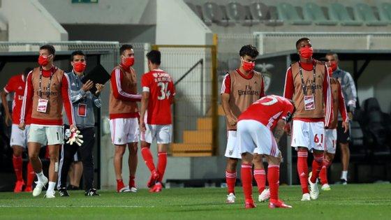 Jogadores do Benfica terminaram o encontro cabisbaixos após empate do Portimonense na segunda parte
