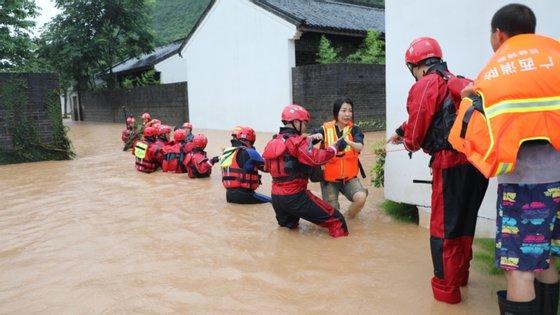 Na região autónoma de Guangxi, seis pessoas morreram e uma está desaparecida