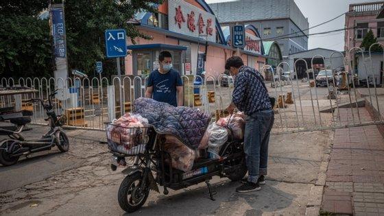 Nove escolas e jardins de infância foram também encerrados nas redondezas do mercado de peixe e mariscos de Pequim