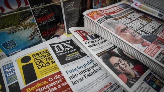 A confiança média em notícias caiu, entre 2019 e 2020, cinco pontos percentuais, dos 42% para os 37%