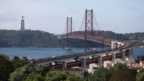 """Segundo a concessionária das travessias rodoviárias sobre o Tejo """"os desvios alternativos estarão devidamente assinalados junto ao local"""""""
