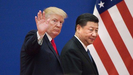 A guerra comercial que separa Estados Unidos e a China já dura há mais de dois anos, com uma escalada de sanções económicas que parecia ter abrandado, no início deste ano