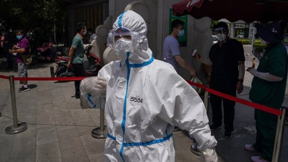 Mais de vinte bairros foram colocados sob quarentena, para impedir a disseminação do patógeno entre os 20 milhões de habitantes de Pequim