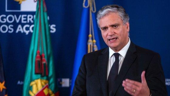 """Os privados, acrescentou o presidente do Governo dos Açores, """"têm um papel importante e essencial na economia açoriana"""", mas mesmo a sua presença na EDA """"não invalida que as medidas de apoio social"""" continuem a ser implementadas"""
