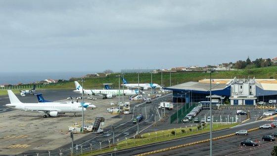 Em causa está a resolução que pedia o abandono da privatização de parte do capital social da Azores Airlines, empresa pública regional, devido à incerteza provocada pela Covid-19