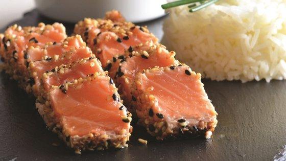 Os meios de comunicação social oficiais de Pequim indicaram que o vírus tinha sido detetado no mercado de Xinfadu, nas bancas que vendiam salmão importado