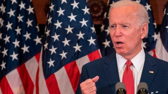 Sondagem revela que o candidato democrata à presidência dos Estados Unidos, Joe Biden, está na liderança, cada vez mais afastado do atual presidente, Donald Trump.