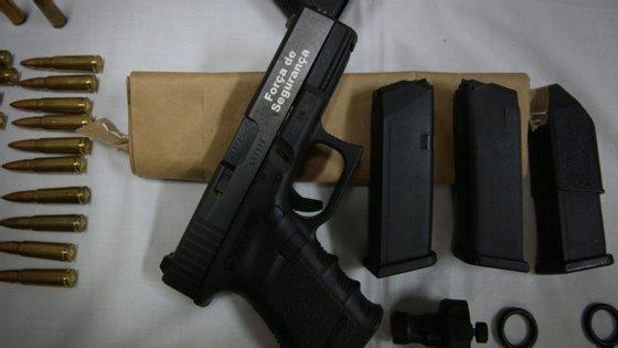 A investigação começou depois de ter sido apreendida no Porto, a 26 de janeiro de 2017, uma das armas da PSP