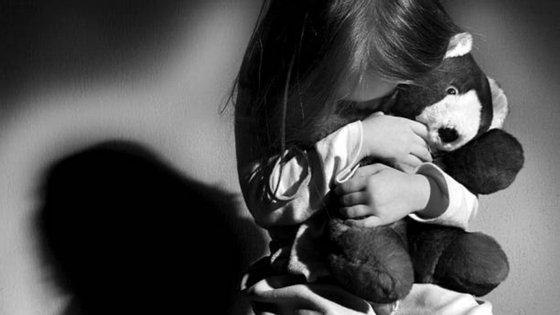 Helmut Kentler acreditava que o contacto entre adultos e crianças era inofensivo, defendendo que estes homens eram pais adotivos especialmente carinhosos