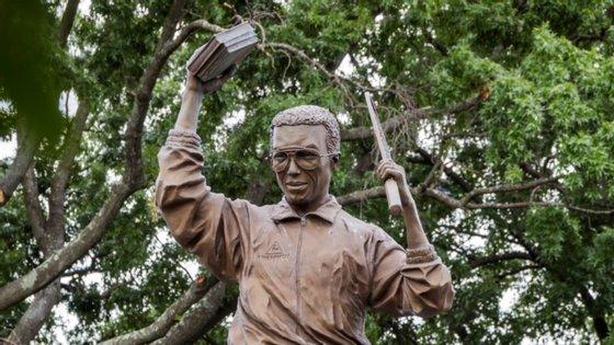 Arthur Ashe nasceu em Richmond, Virginia, e foi lá que foi erguida uma estátua em sua memória
