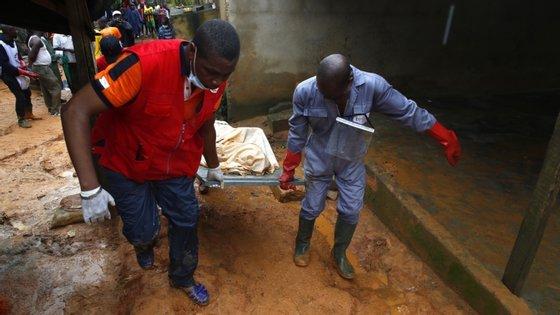 O cenário de chuvas torrenciais sucedido por inundações devastadores e deslizamentos de terras é comum na capital económica da Costa do Marfim