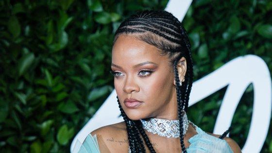 Rihanna e Jack Dorsey têm estado na linha da frente no que às doações dizem respeito, isto porque um dia antes de doarem 13,7 milhões de euros em prol da saúde mental, cederam outros 9,8 milhões de euros a grupos que combatem ativamente o racismo, mas também a reforma policial