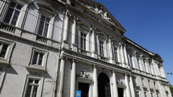 O arguido já foi condenado em três processos a pena de multa por burla simples em Braga, Leiria e Vila Franca de Xira