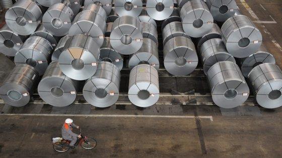 Excluindo o agrupamento de energia, os preços na produção industrial apresentaram uma diminuição de 1,7%, contra menos 1,0% no mês de abril