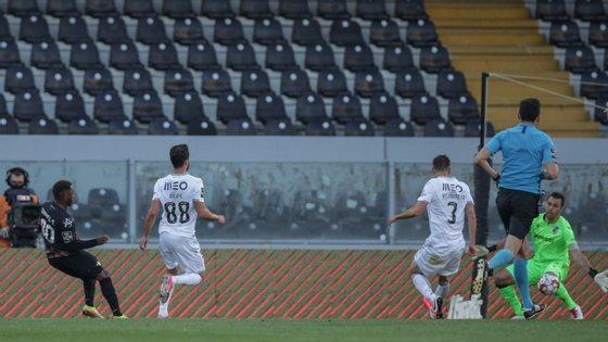 Gabrielzinho marcou assim o golo do empate em Guimarães, materializando melhor entrada do Moreirense após o intervalo