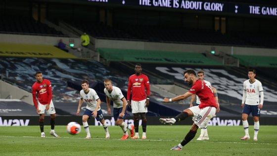 Bruno Fernandes leva três golos e três assistências nos seis jogos realizados na Premier League pelo Manchester United