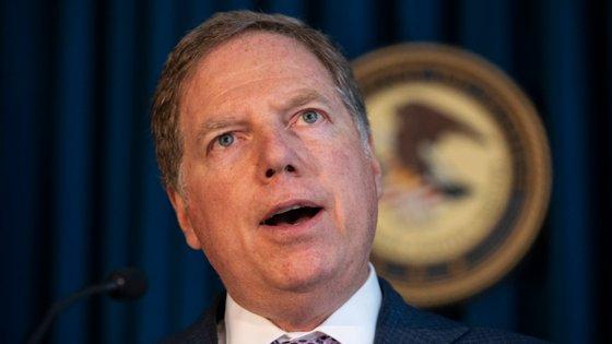 Berman recusou ordem de demissão de Barr e este pediu a Trump para o demitir