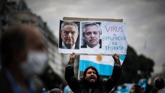 """Sobre os protestos, o Presidente Alberto Fernández disse não estar preocupado porque os manifestantes """"estão errados""""."""