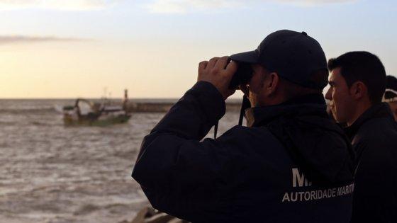 Após o término da operação a Polícia Marítima levou a cabo uma ação para localizar um homem que se encontrava encalhado no ilhote do Cambalhão